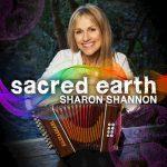 SHARON SHANNON – ZAUJÍMAVÉ PREPOJENIE ÍRSKEJ TRADÍCIE SO ZÁPADOAFRICKOU HUDBOU NA ALBUME SECRED EARTH
